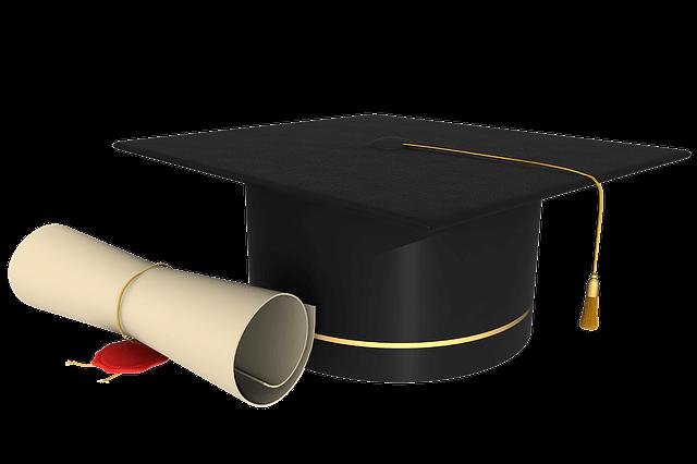desenho de um capelo e diploma